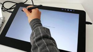 デジタル漫画家の必須アイテム_液晶ペンタブレット